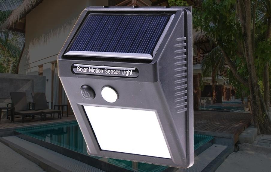 Фонарь уличного освещения на солнечной батарее.